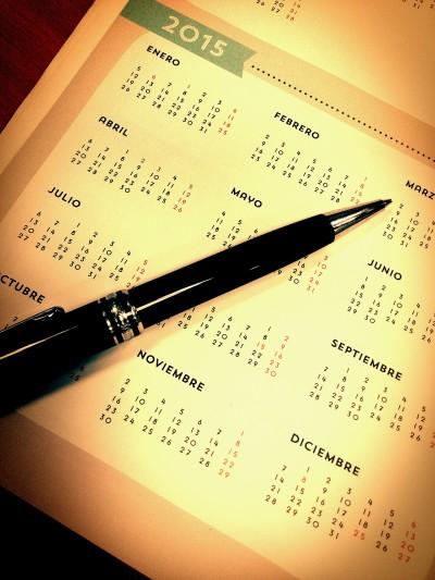 Fotografía de calendario 2015 con un bolígrafo listo para apuntar